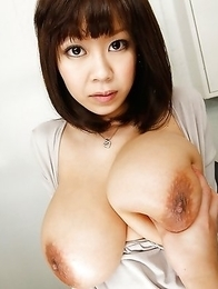 Nude and busty Asian and Japanese girls pictures